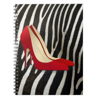 saltos altos vermelhos caderno espiral