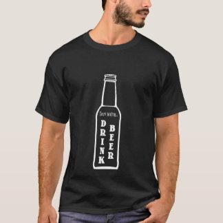 Salvar a camisa da cerveja da bebida da água