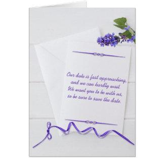 Salvar a data nos artigos de papelaria brancos com cartão comemorativo