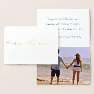 Salvar a tipografia do casamento da data com cartão metalizado