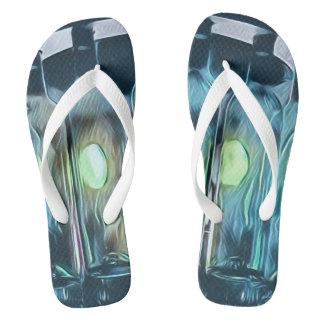 Sandálias azuis artísticas da festa na piscina da