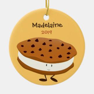 Sanduíche bonito do biscoito com o ornamento do