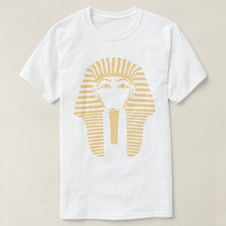 são produtos variados, em estilos diferentes camiseta