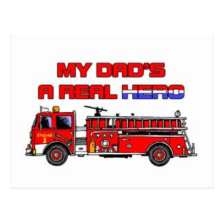 Sapador-bombeiro real do herói cartão postal