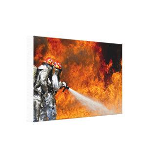 Sapadores-bombeiros do herói que lutam o impressão