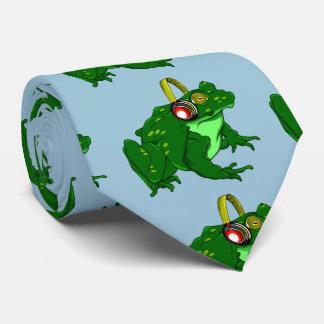 Sapo bonito dos desenhos animados que veste fones gravata