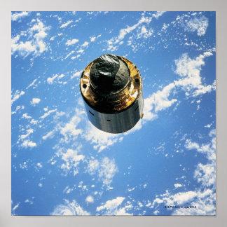 Satélite na órbita 3 poster