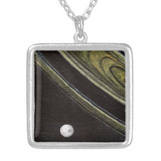 Saturn e colar prata-chapeada Tethys