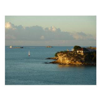 Seascape bonito da ilha da costa da Antigua Cartões Postais