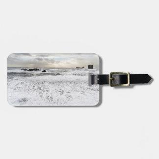 Seascape espumoso pálido do oceano, Islândia Etiqueta De Bagagem