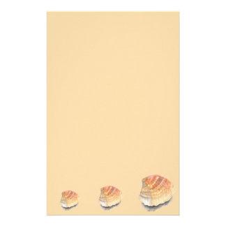 Seashell do berbigão, alaranjado e amarelo da papelaria