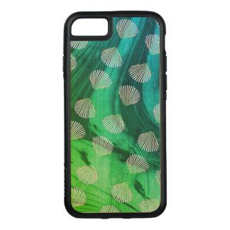 Seashells dos moluscos e capa de telefone das