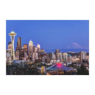 Seattle, centro e Monte Rainier no crepúsculo Impressão Em Tela