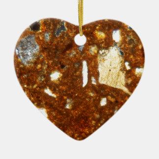 Seção fina de um tijolo sob o microscópio ornamento de cerâmica