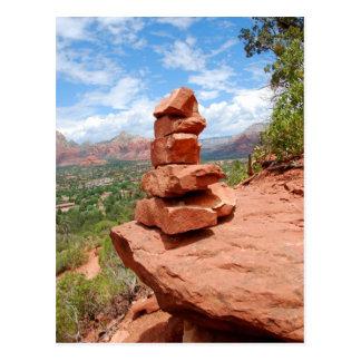 Sedona empilhou o cartão das rochas do vermelho