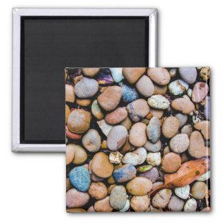 Seixos coloridos das rochas das pedras ímã quadrado
