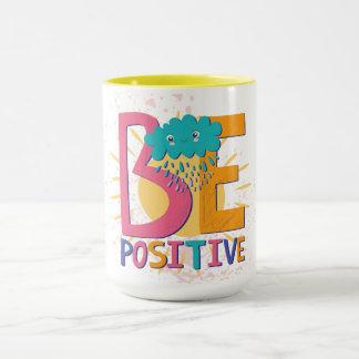 Seja caneca positiva com flores