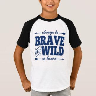 Seja sempre bravo e selvagem na camisa dos meninos