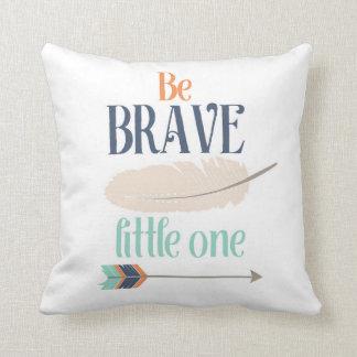 Seja um travesseiro decorativo pequeno bravo almofada
