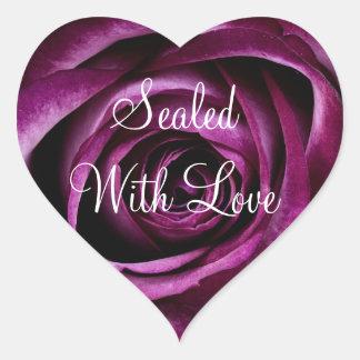 Selado com etiqueta do rosa do roxo do amor