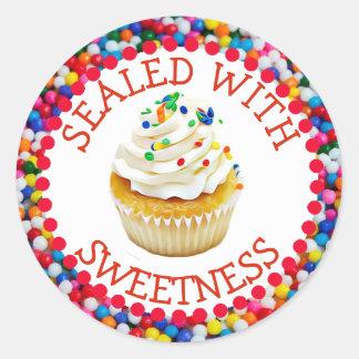 Selado com etiquetas do cupcake da baunilha da