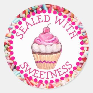 Selado com etiquetas do cupcake do rosa da doçura