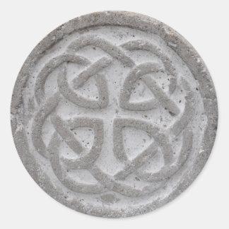 Selo celta eterno do envelope da pedra do nó adesivo redondo