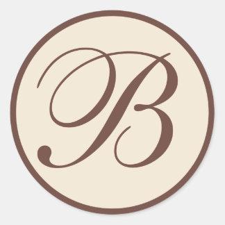Selos Monogrammed do envelope de Brown e de creme Adesivo