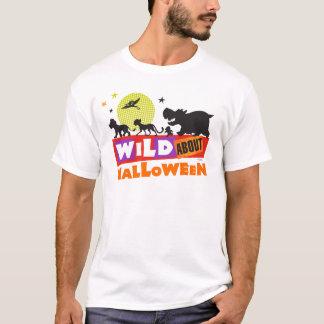 Selvagem sobre o Dia das Bruxas Camiseta
