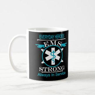 Semana do serviço médico da emergência que honra o caneca de café