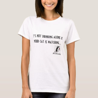 Senhora Bebendo T-shirt do gato
