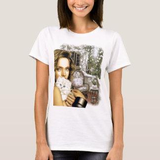 senhora com o gatinho no t-shirt do patamar camiseta