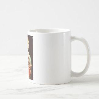 Senhora com um gatinho caneca de café