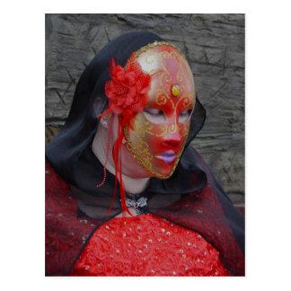 Senhora gótico em um cartão da máscara do vermelho