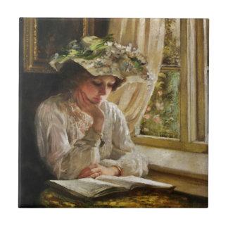 Senhora Leitura por uma janela Azulejo Quadrado Pequeno