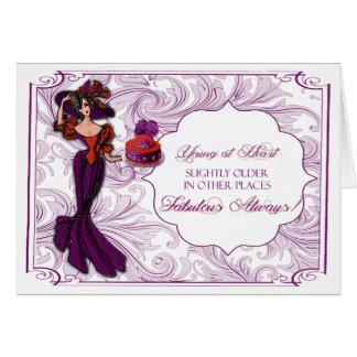 Senhora vermelha e roxa no cartão de aniversário