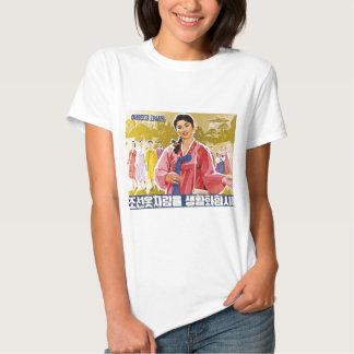 Senhoras coreanas que vestem Hanbok Camisetas