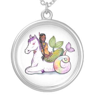 Sereia e merhorse indianos colar com pendente redondo