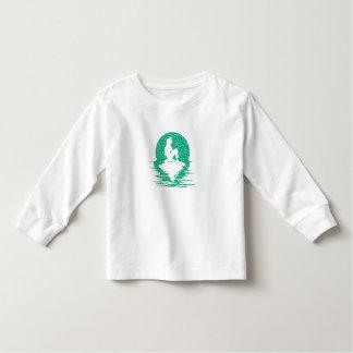 Sereia em uma rocha - brilho verde camiseta infantil