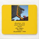 Série de néon retro: Contas do comerciante #5 Mousepad
