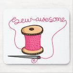Sew a agulha e o algodão impressionantes mouse pads