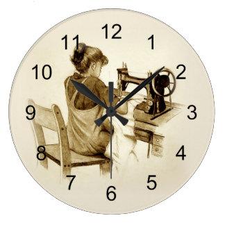 Sewing na máquina de costura antiquado: Arte do Relógios Para Paredes