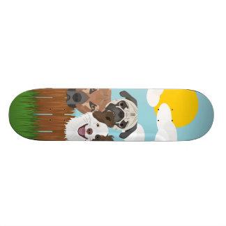 Shape De Skate 18,1cm Cães afortunados da ilustração em uma cerca de
