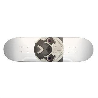 Shape De Skate 21,6cm A ilustração persegue o Pug da cara
