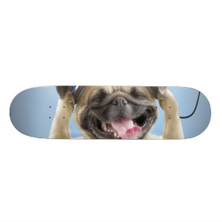 Shape De Skate 21,6cm Pug com fones de ouvido, pug, animal de estimação