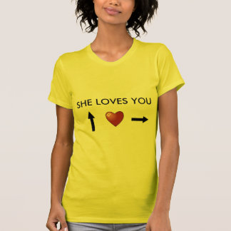 She loves you camiseta