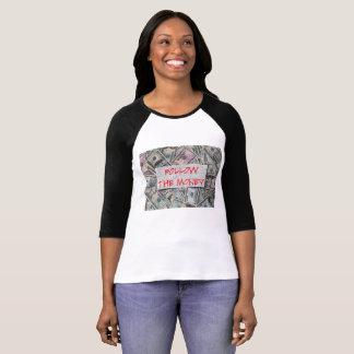 Siga o t-shirt do Raglan das senhoras do dinheiro Camiseta