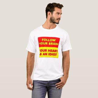 Siga sua camiseta engraçada do cérebro