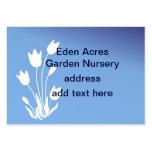 Silhueta da tulipa, branca em customizável azul cartão de visita