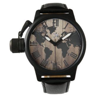 silhueta do mapa do mundo e relógio da madeira